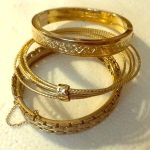 Jewelry - Vintage bangle bracelet light gold safety chain